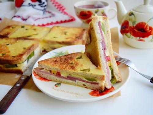 Sandwich-uri aperitiv preparate la cuptor