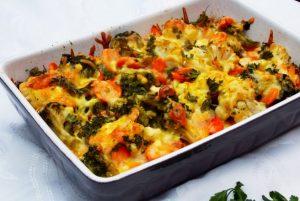 Piept de pui cu legume gratinate la cuptor