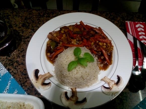 Mancare chinezeasca cu piept de pui si legume