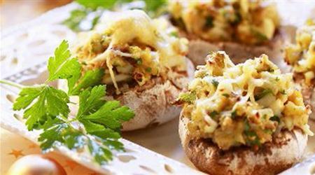 Ciuperci umplute cu branza cheddar